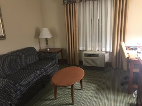 Holiday Inn Express Downtown Richmond: Living room photo.