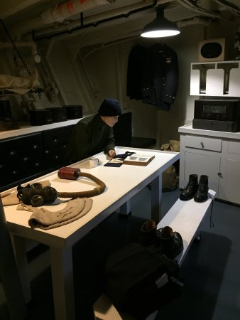 HMCS Sackville - Canada's Naval Memorial: Crew quarters and example of equipment/clothing from the time period