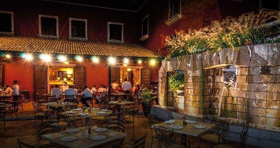 Nuestra Terraza De Noche Fotografía De Emilia Restaurante