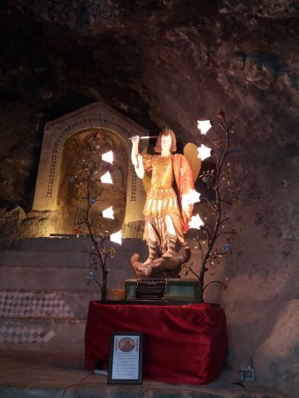 Monticchio Bagni, Itália: Statua San Michele Arcangelo