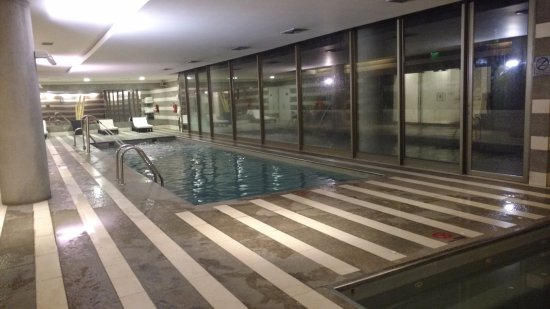 Holiday Inn Santiago Airport: Piscina, sauna, hidromassagem