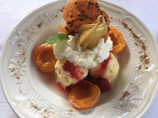 Valcebollere, Francia: helado de vainilla con albaricoques.