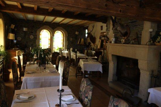 Valcebollere, Francia: interior restaurante