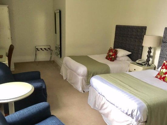 Clifton Arms Hotel : Twin room
