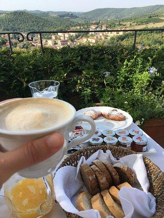 Capannelle Wine Resort: Colazione in terrazza