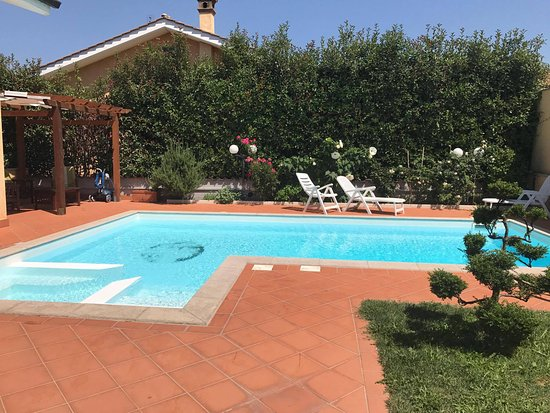Labico, Italia: piscina con vasca idromassaggio