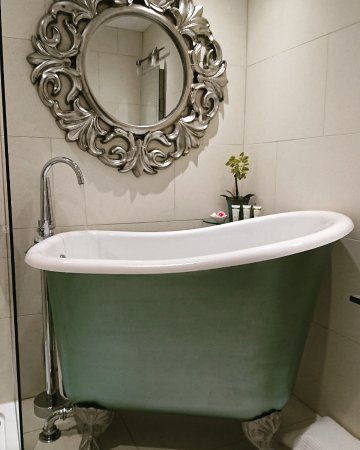 Cranbrook, UK: Silk Room Bathtub