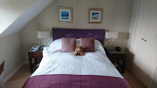 Airds Hotel & Restaurant: ベッドはクイーンサイズ