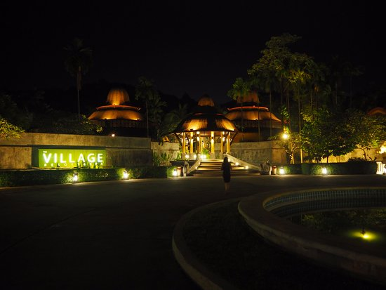 The Village Resort and Spa: Drive up