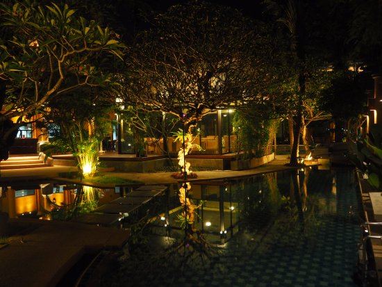 The Village Resort and Spa: Dining area, 6 pm