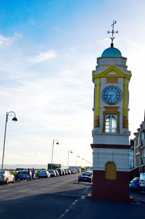 Bexhill-on-Sea, UK: Clock tower- you can fix your time