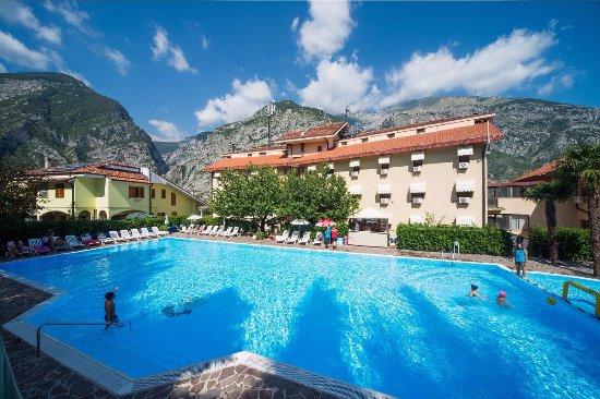 """Hotel del Camerlengo: Piscina, Albergo e """"Majella"""""""