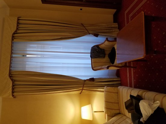 Empire Palace Hotel: 20170728_195607_large.jpg