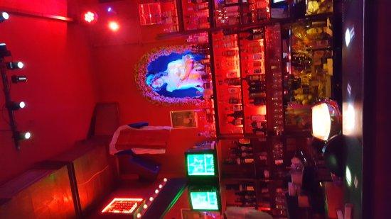 Chapeau Rouge: Great bar
