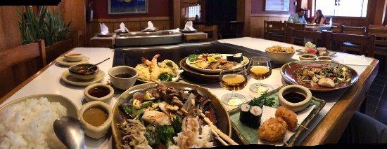Fuji : Mesa para preparar teppanyaki. Dos menús de varios platillos