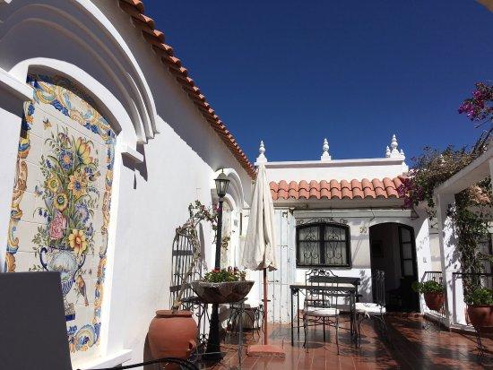 El Hotel de Su Merced: photo1.jpg