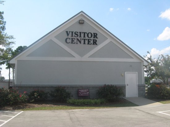 Kinston Lenoir County Visitors Center: from parking lot