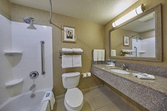 Springfield, Oregón: Suite Bathroom