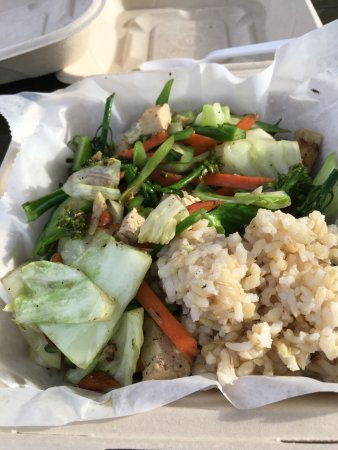 Garden Gourmet Cafe: stir fry vegetables with tofu and brown rice