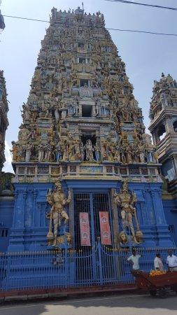 Temple of Sri Kailawasanathan Swami Devasthanam Kovil: Fachada do templo