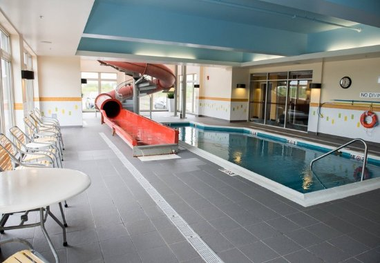 Fairfield Inn & Suites by Marriott Moncton : Waterslide & Pool