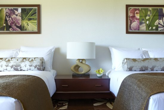Lotus Honolulu at Diamond Head: Double Double Bed Detail