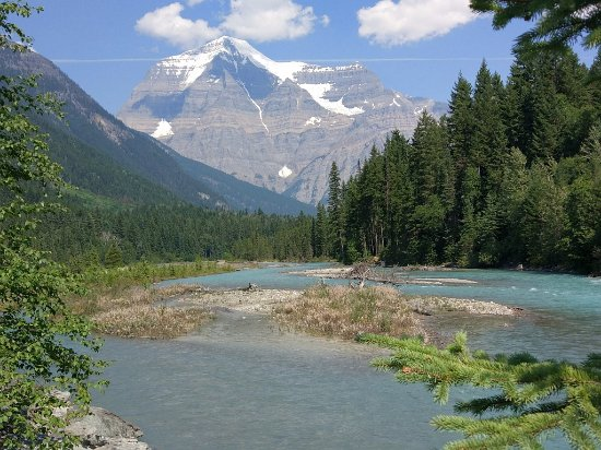 Canadese Rockies, Canada: Fraser River and Mt Robson in summer