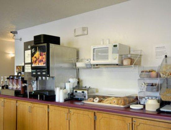 Super 8 St. Cloud: Breakfast Area