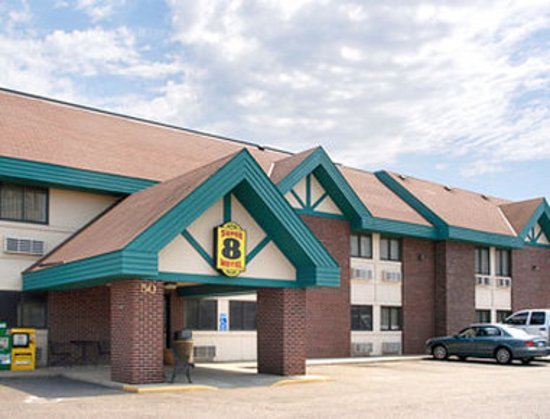 Saint Cloud, MN: Welcome to Super 8 St Cloud