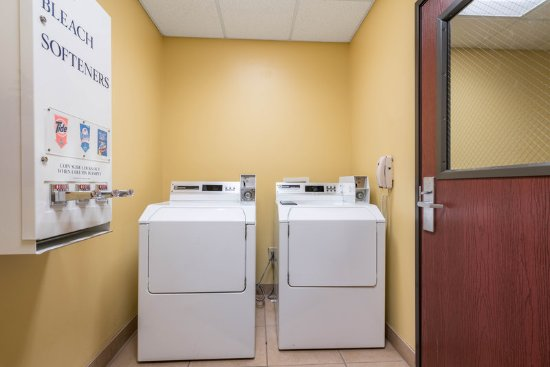 Roanoke Rapids, NC: Laundry Facility