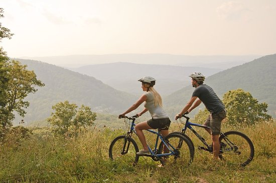 Hot Springs, VA: Biking on the North Trail