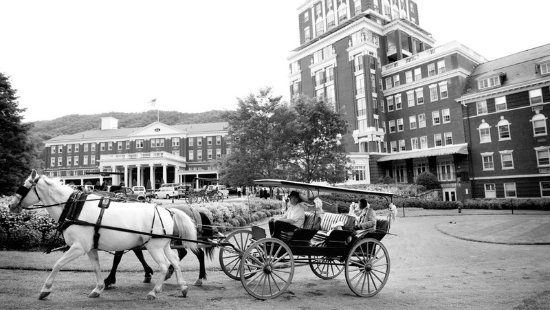 Hot Springs, VA: Newlyweds Carriage Ride