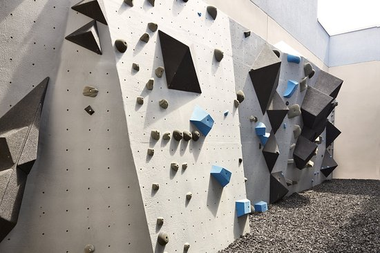 Kimpton Shorebreak Hotel: Rock Climbing Wall