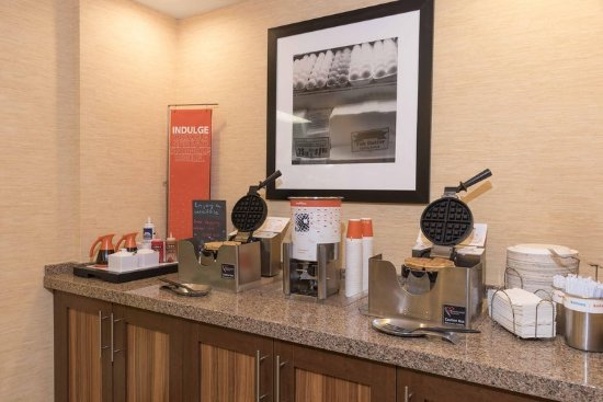 Hampton Inn by Hilton Joliet I-55: Breakfast Area Waffle Maker