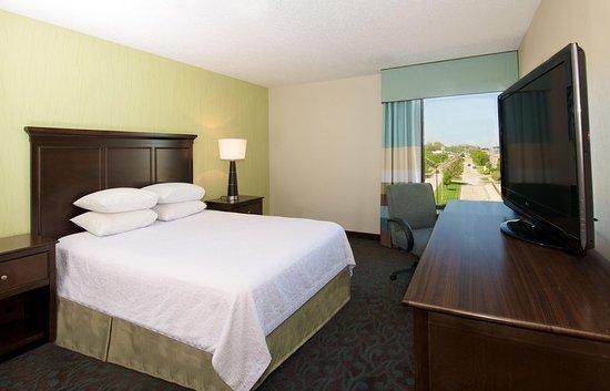 Hampton Inn Evansville: Queen Room