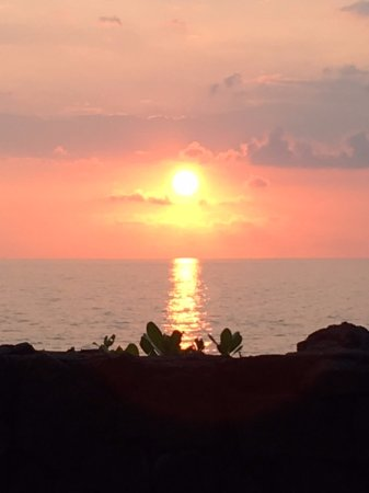 Keauhou Kona Surf & Racquet Club: One of the spectacular sunsets from your lanai.