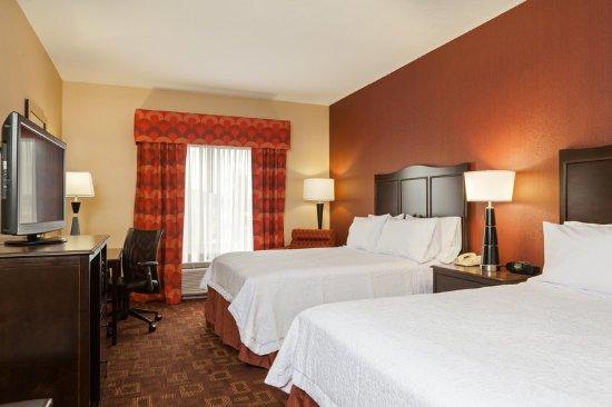 Elkton, MD: 2 Queen Beds Guest Room