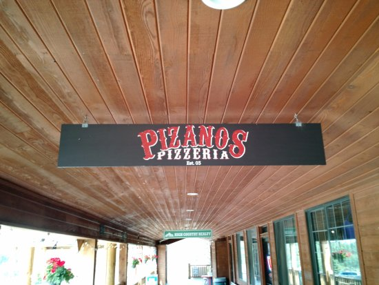 Pizanos Pizza : Front Entrance