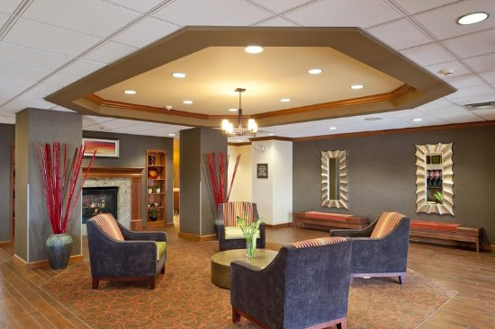 Hampton Inn and Suites-Chesterfield : Lobby Seating Area