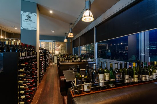 Nedlands, Australia: Grab a booth in the Bistro to dine between the outstanding range of premium and boutique wines.