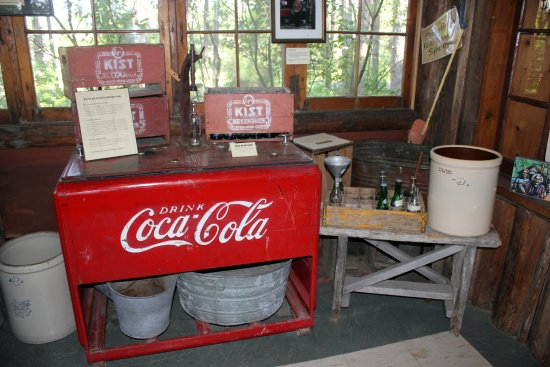 Ely, Миннесота: Dorothy's root beer equipment