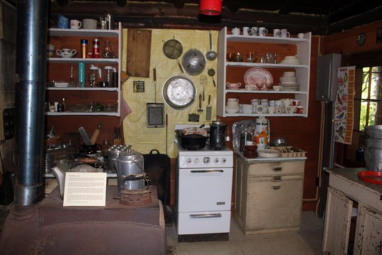 Ely, Миннесота: Dorothy's kitchen in her cabin.