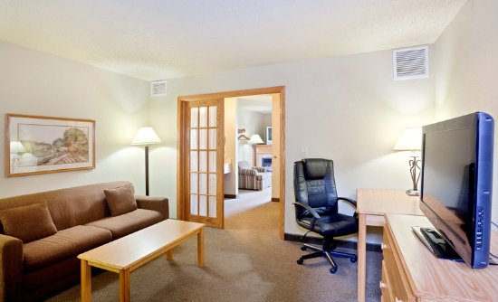 Americ Inn Hesston King Two Room Suite