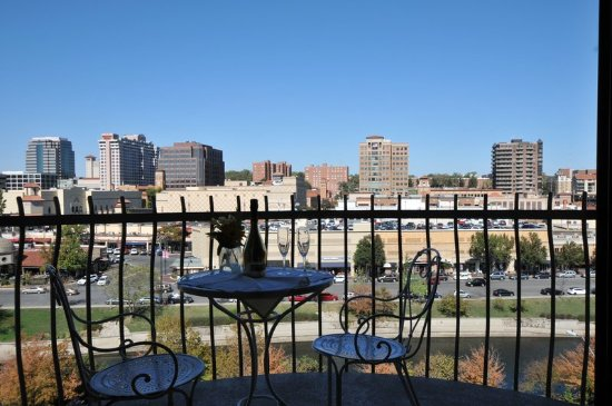 The Fontaine Hotel Kansas City Mo