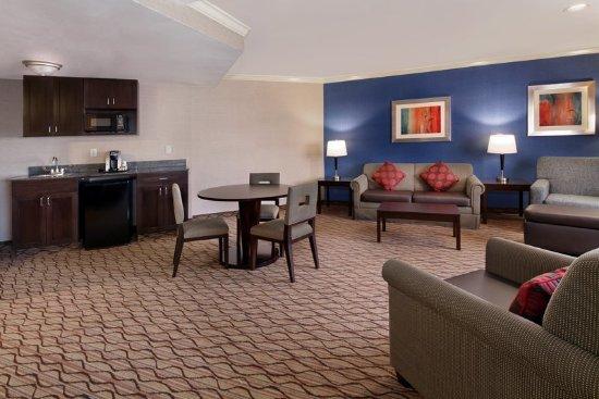 Port Hueneme, CA: King Bed Two-Room Suite