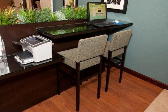 Holiday Inn Express Port Hueneme: Business Center