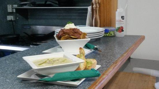 Warkworth, New Zealand: Chili Mince Nautical Nachos & Soup of the Day
