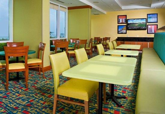 Fairfield Inn & Suites by Marriott Virginia Beach Oceanfront: Breakfast Area
