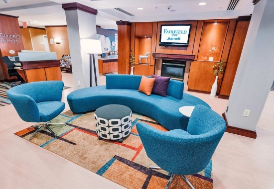 Medford, NY: Lobby Seating Area
