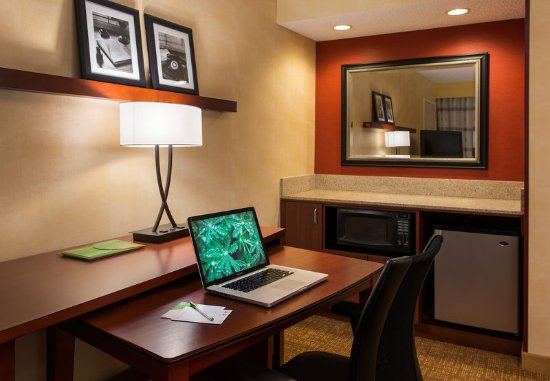 San Bruno, CA: Suite Work Area & Bar